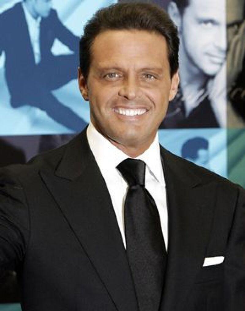 El cantante mexicano interpretó las mejores canciones de sus casi 30 años de carrera.