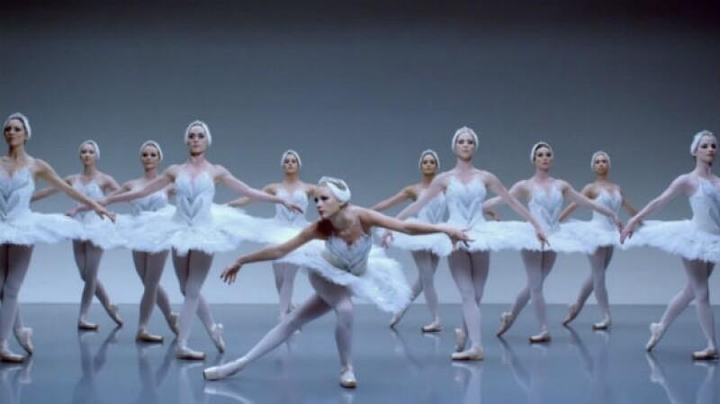 Al puro estilo de El lago de los cisnes, Taylor hizo su propia interpretación.