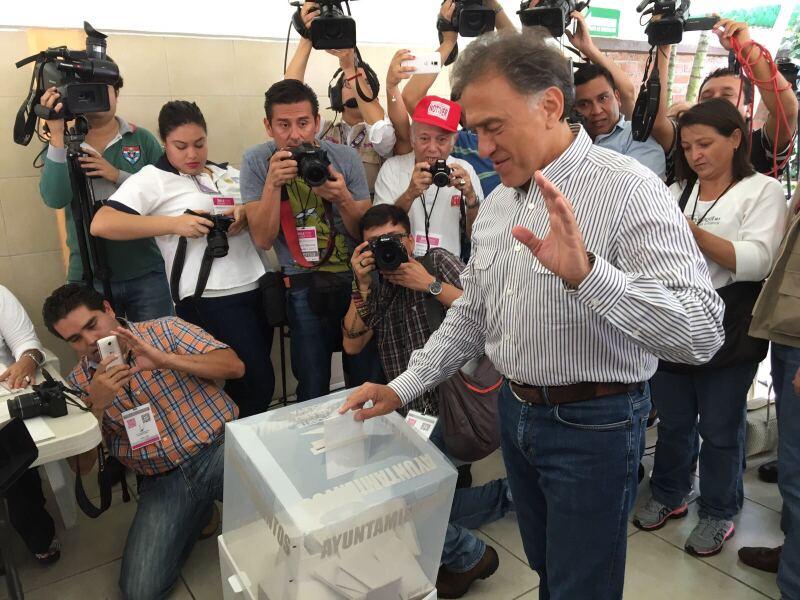 Yunes vota y da reporte de la jornada electoral