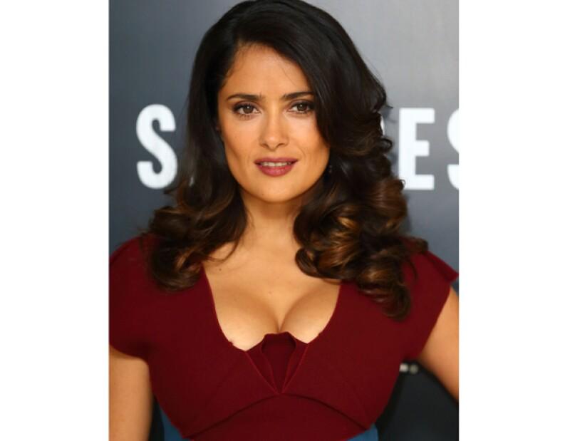 """La actriz mexicana reveló que tiene una rutina nocturna de limpieza de su rostro y """"nunca"""" lo lava al despertarse."""