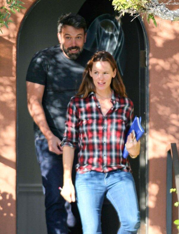 Jennifer Garner y Ben Affleck fueron captados saliendo juntos de un centro para terapias matrimoniales.