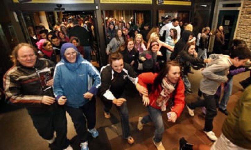 Las minoristas abrieron durante la noche del Día de Acción de Gracias.  (Foto: AP)
