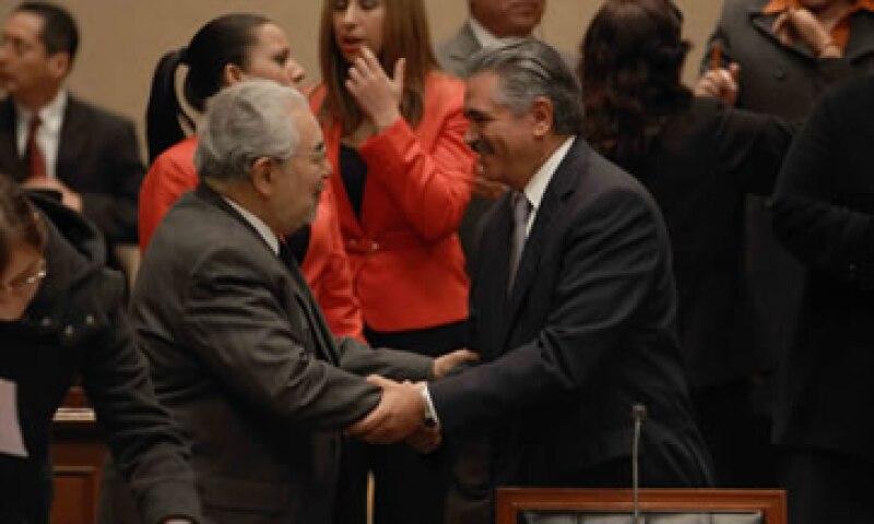Sergio García –izq- abundó que en diciembre de 2012 reiteró al presidente del IFE -der-su decisión de separarse del órgano. (Foto: Notimex)