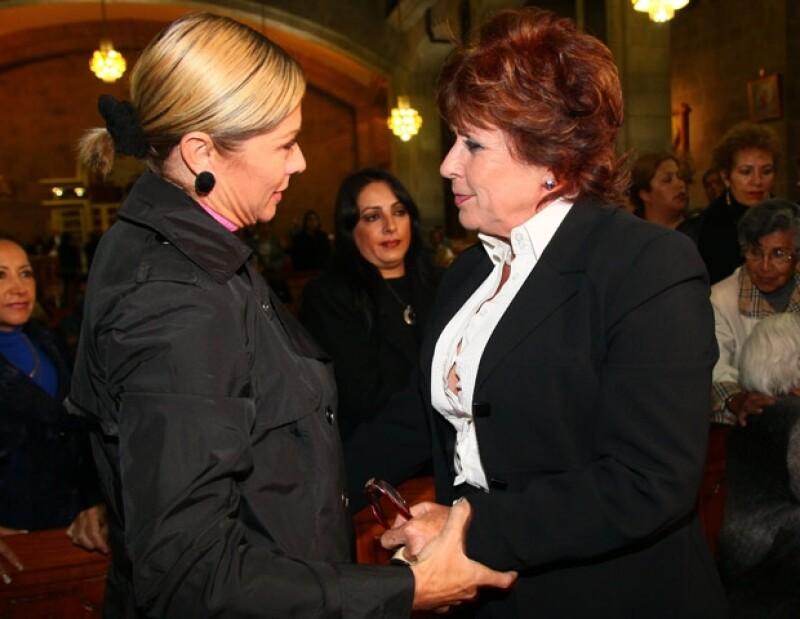 Amigos de Laura, como Lety Calderón llegaron a darle apoyo moral.