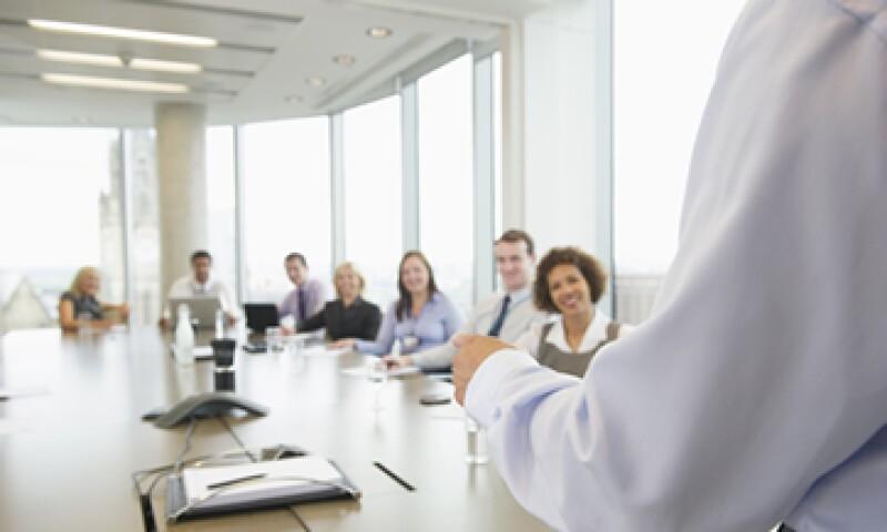 En 15 minutos, un emprendedor debe responder a preguntas clave de su negocio, saber diferenciarse de otros, transmitir su pasión y mostrar seguridad cuando se presente ante posibles inversionistas. (Foto: Getty Images)