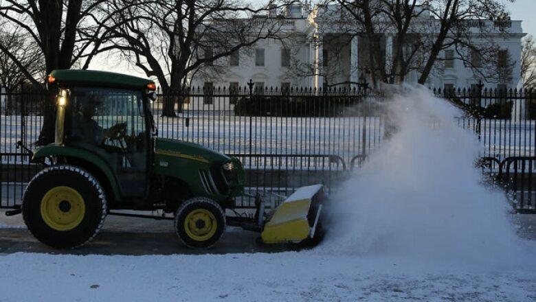 Calentadores, palas, trineos y químicos para derretir la nieve se han agotado de las tiendas.