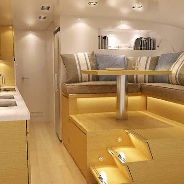El interior fue diseñado en madera por Jepsen Designs.