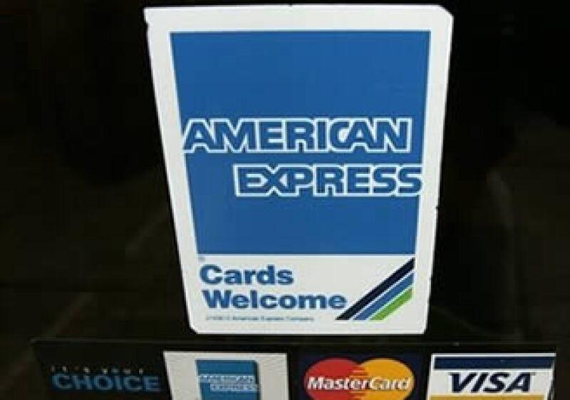 Los estadounidenses en general están más contentos con su tarjeta de crédito, según un sondeo privado. (Foto: AP)