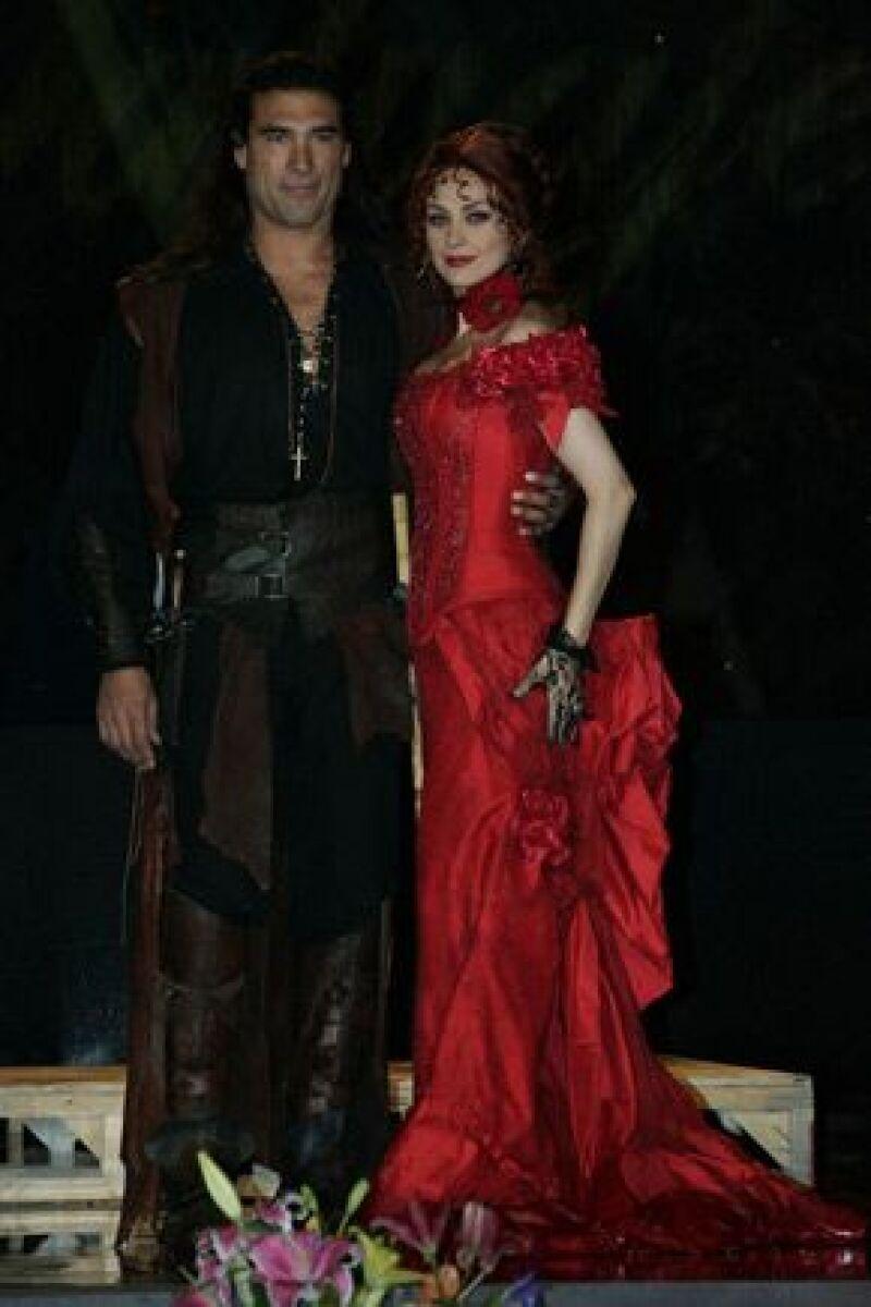 Álvaro Cueva, crítico de televisión y columnista de Milenio Diario, asegura que Yáñez ya es mayor para el papel de Juan del Diablo y Arámbula no tiene el nivel que requiere el personaje.
