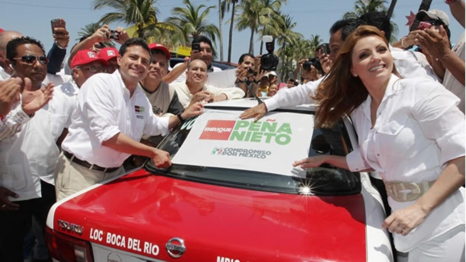 El candidato Enrique Peña Nieto y su esposa visitaron veracruz