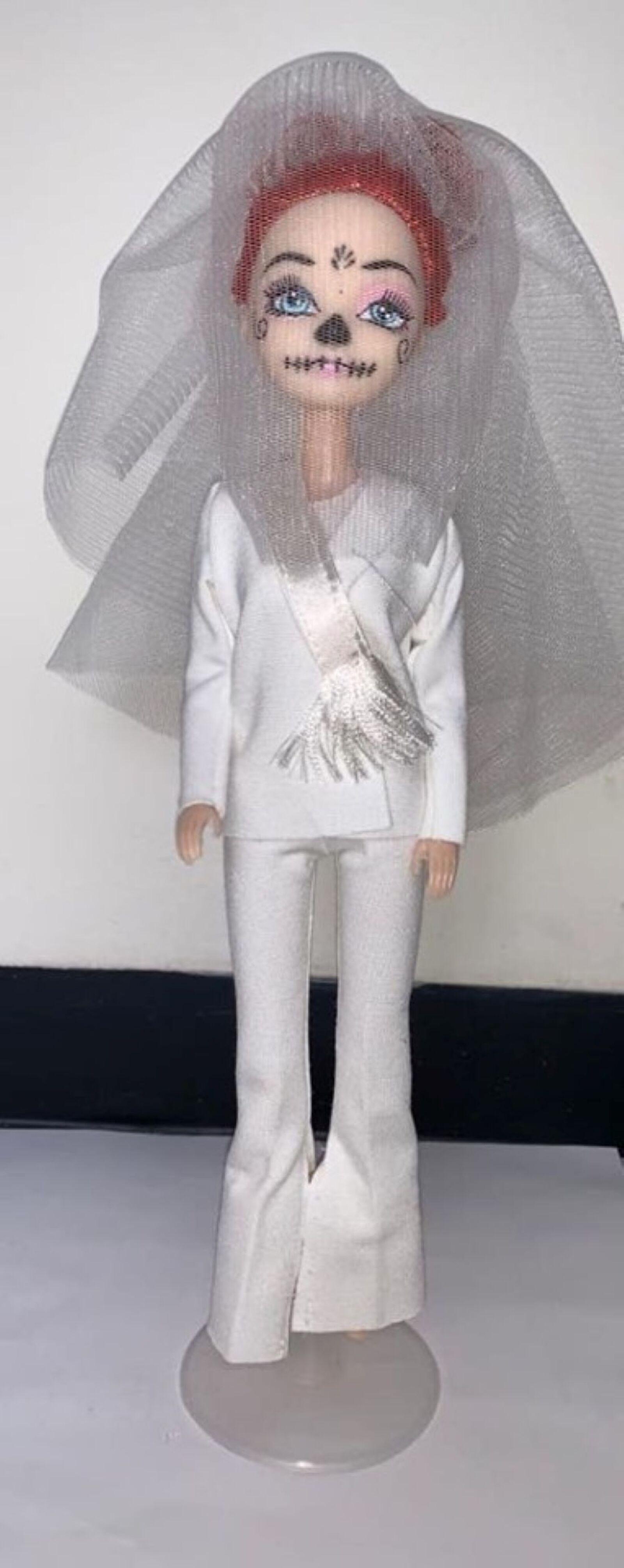 Recrean vestido de Beatriz Gutiérrez para una muñeca 8.jpg