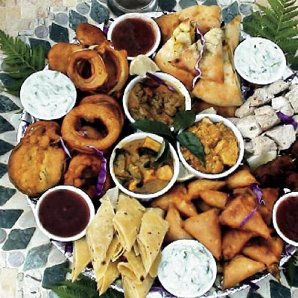 Los bocadillos con sazón local y salsas de varios sabores ponen el toque perfecto para un día de safari o un partido de futbol.