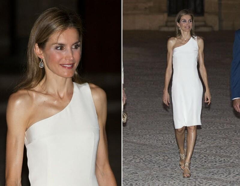 En este vestido fue notoria su delgadez el año pasado.