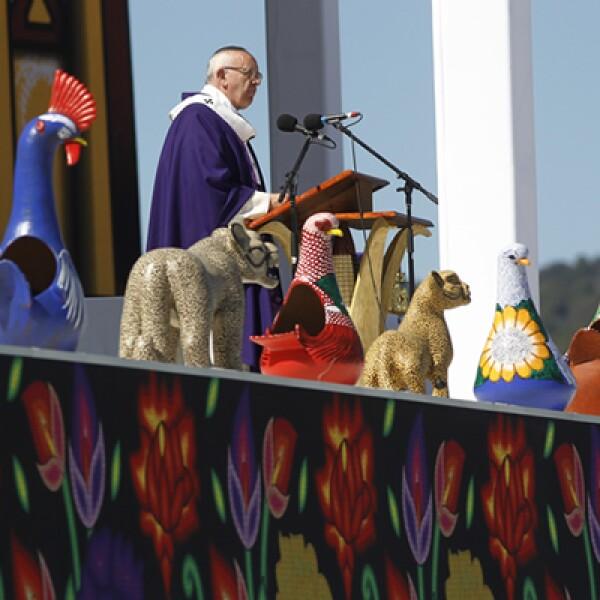 Durante la homilía en San Cristóbal de las Casas el papa leyó un pasaje del libro sagrado maya quiché Popol Vuh.
