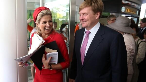 La Reina de Holanda, quien mañana cumple 43 años, no es una mujer común y corriente. A pesar de no ser de `sangre azul´ se ha preparado y ha sabido imprimir su estilo en la monarquía holandesa.