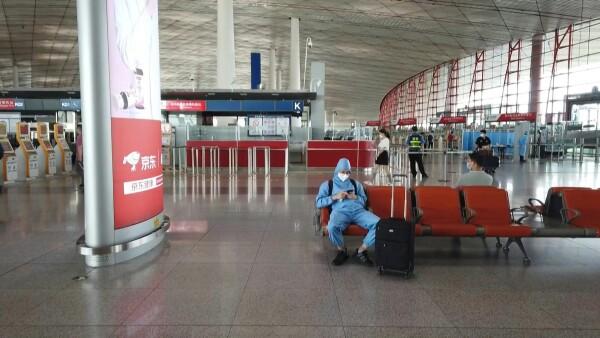 Los aeropuertos de Pekín cancelan más de un millar de vuelos por coronavirus