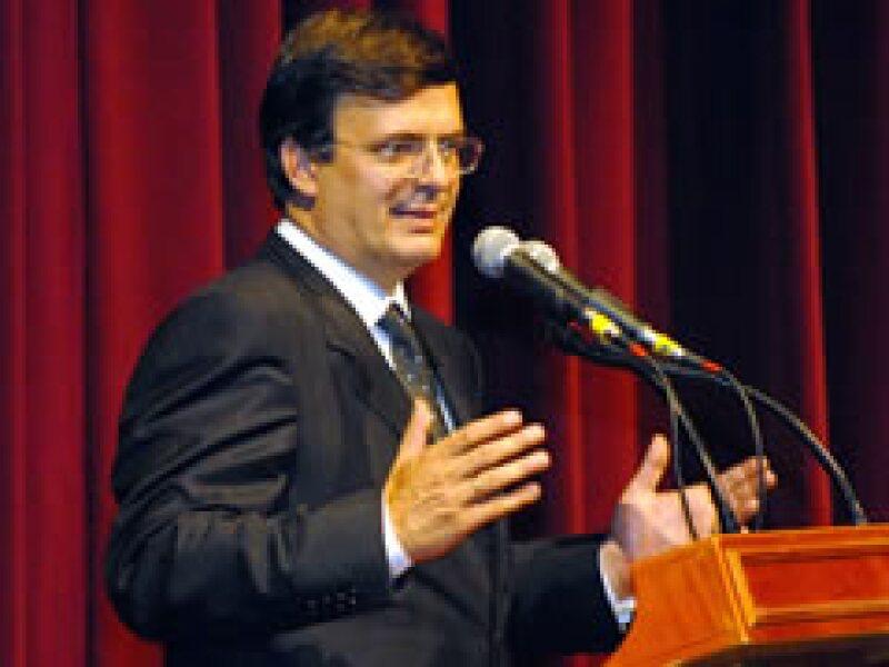 Marcelo Ebrard, jefe de gobierno del DF, anunció más medidas para combatir la influenza. (Foto: Archivo)