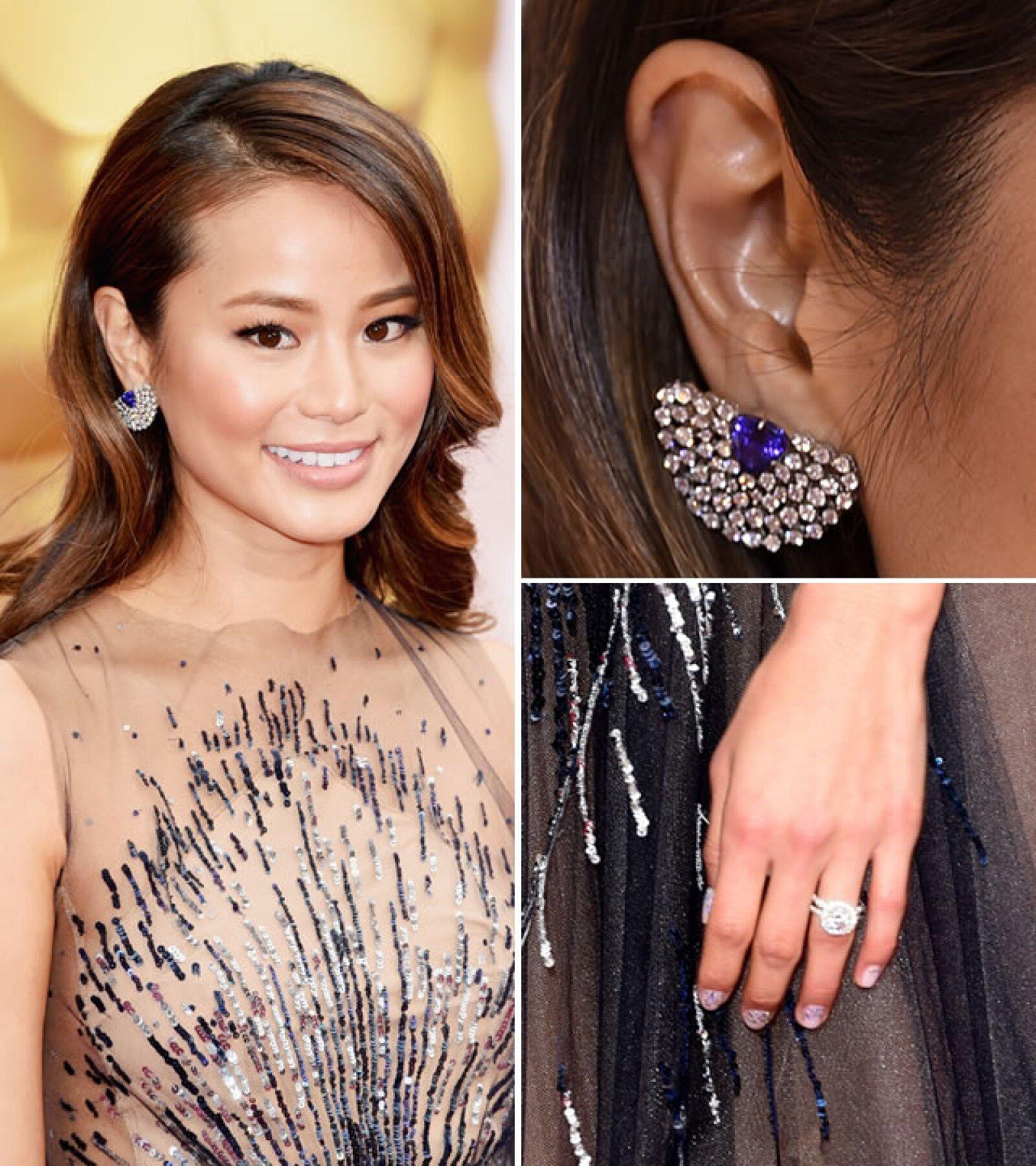 Jamie Chung lució aretes de Leticia Linton con diamantes y un centro de tanzanita.