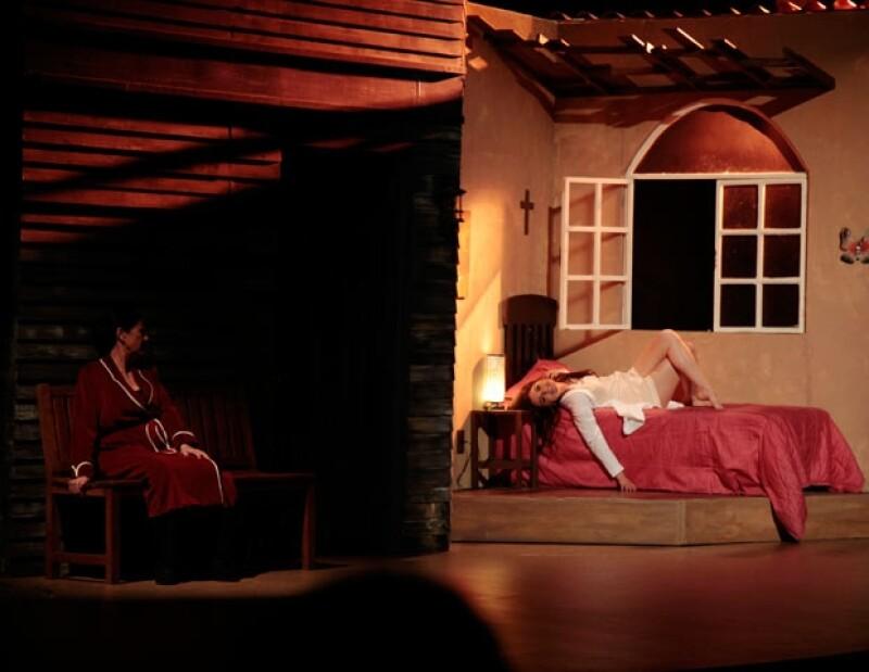 Sofía Castro debutó en teatro a lado de Ignacio López Tarso y Helena Rojo.