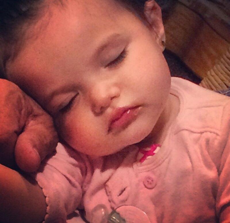 """La actriz publicó en Instagram una foto en la que aparece """"una Rojas más"""", refiriéndose a la bebé adoptiva de su hermana, quien falleció apenas en febrero."""
