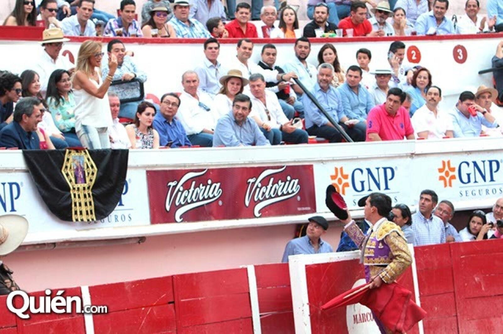 Dedicatoria de Mario Aguilar a Adela Micha