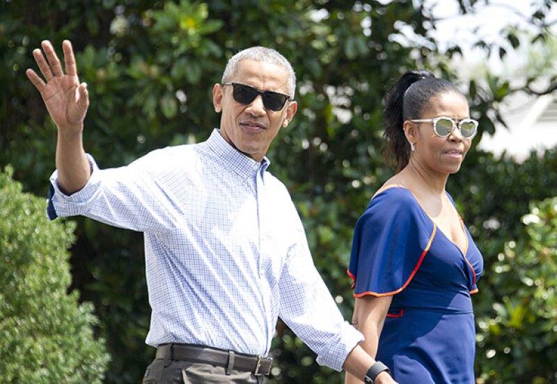 La familia presidencial de EU encantó con su carisma y estilo cuando se disponían a tomar un helicóptero rumbo a la isla Martha&#39s Vineyard.