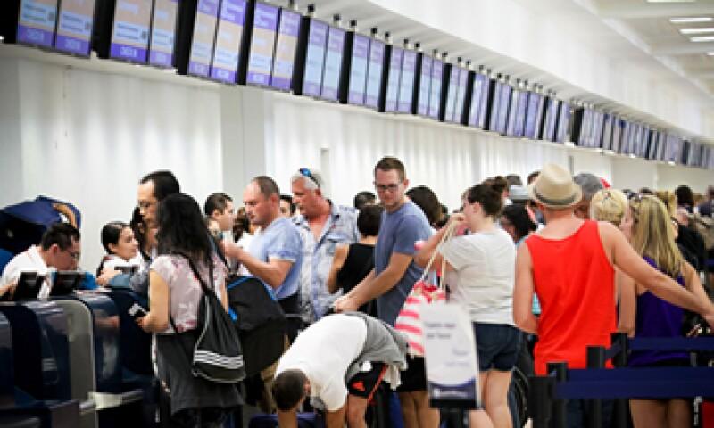El tráfico de los aeropuertos mexicanos cayó 21% por la influenza de 2009. (Foto: Notimex)