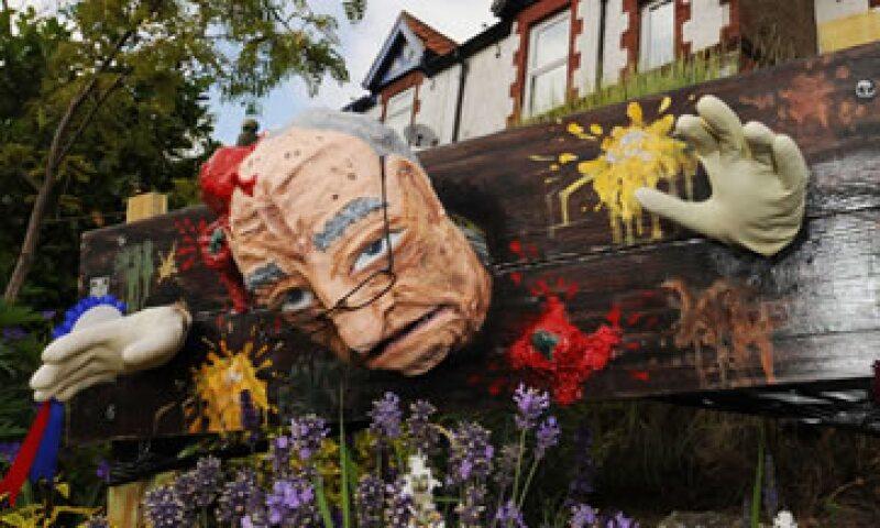 Esta semana una figura de Rupert Murdoch fue exhibida en el Festival de Espantapájaros de Muston, en Inglaterra.  (Foto: AP)