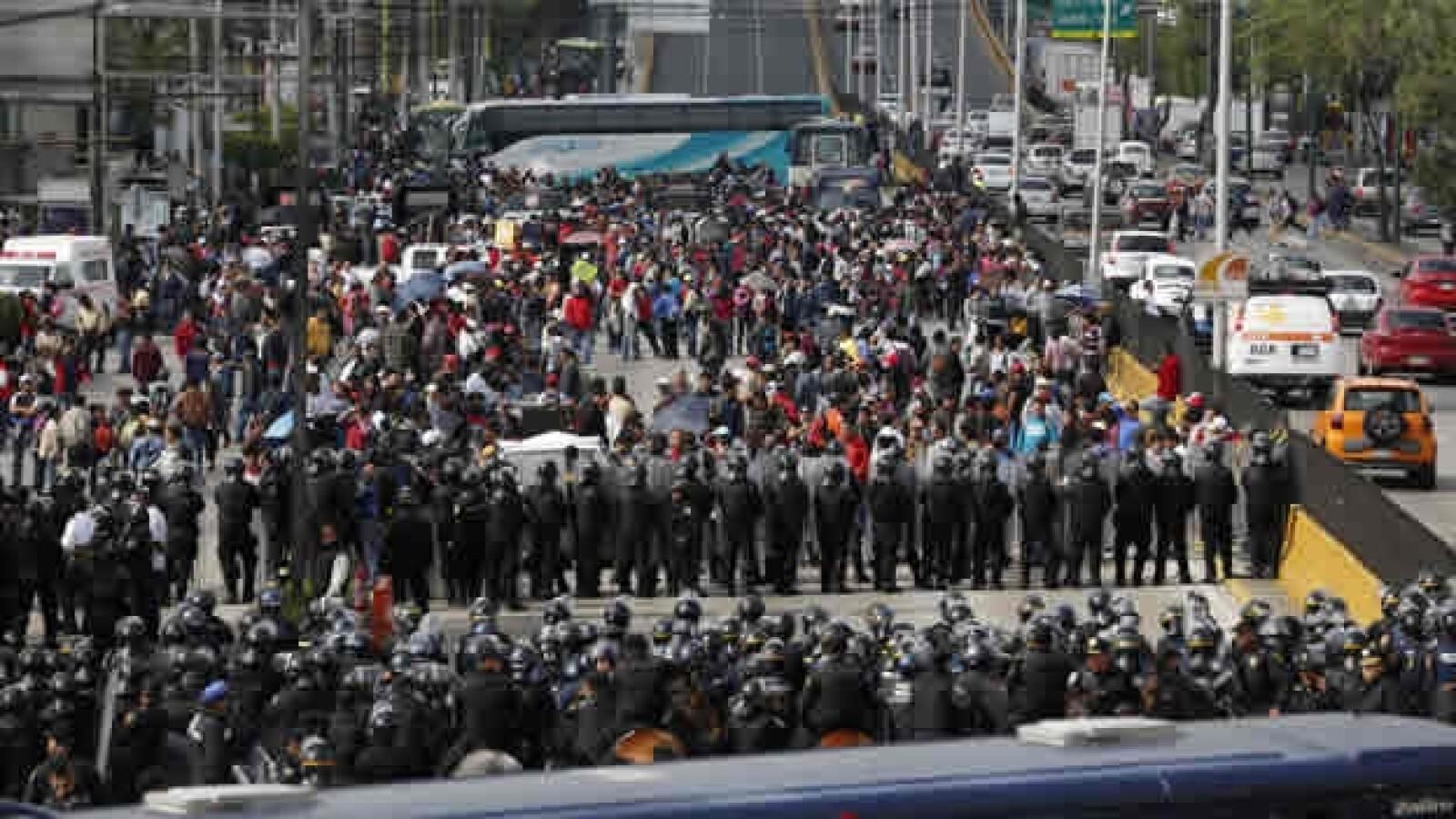 bloqueo aeropuerto CNTE 1