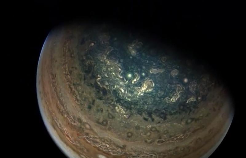 La misión Juno revela las gigantescas tormentas polares de Júpiter