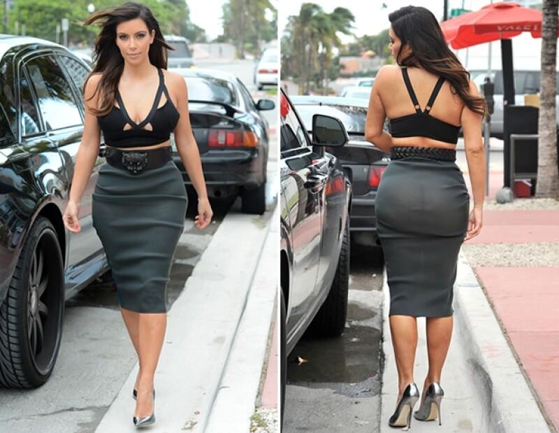 Kim fue a cenar con su novio, Kanye West, en un atuendo extremadamente descubierto.