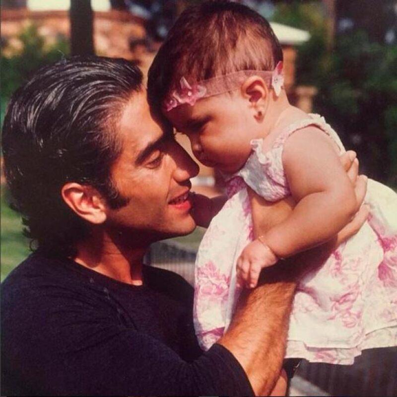 Con esta hermosa postal papá e hija, el cantante felicitó a Vale por su cumple.