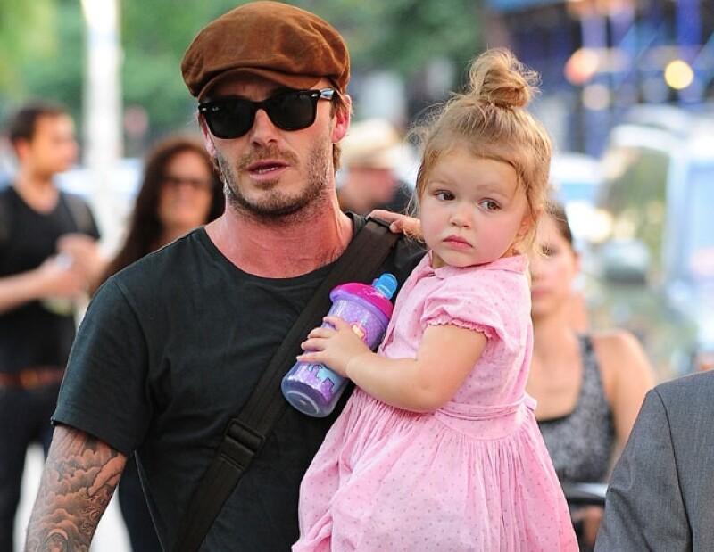 Harper llegó al parque ubicado en Soho, Nueva York, en brazos de famoso papá.