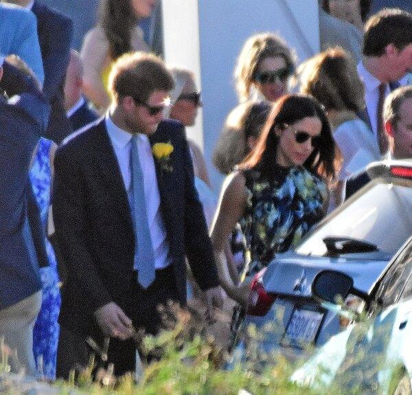 Meghan Markle y el príncipe Harry en Jamaica en la boda de Tom Inskip.