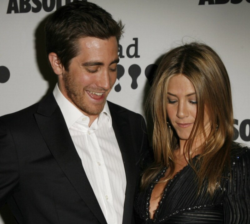 Jake Gyllenhaal no pudo apartar la mirada del escote de Jennifer Aniston.