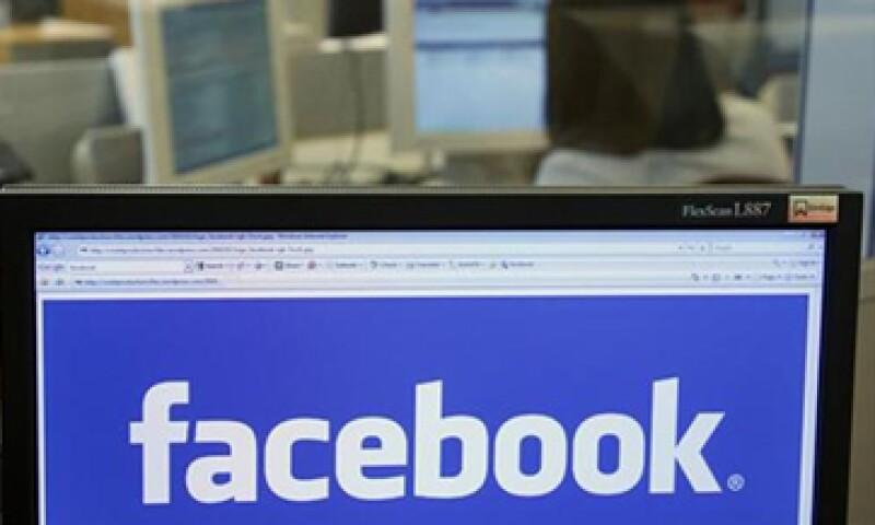 La popular red social obtuvo ingresos promedio por usuario de 1.21 dólares. (Foto: Reuters)