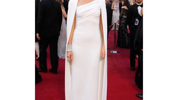 El reconocido diseñador admitió que no le encanta la idea de vestir a las celebridades para la alfombra roja del evento pues parece `una burbuja de ropa de Barbie de los 50´.