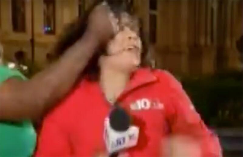Iris Delgado estaba terminando su reporte cuando una mujer se acercó y, sin razón alguna, la tomó de la cabeza y la sacudió.