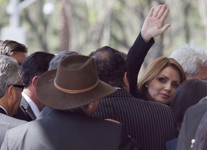 La primera dama de México montó guardia de honor junto a Rafael Tovar y de Teresa, presidente de Conaculta y Cristina García, directora de Bellas Artes.