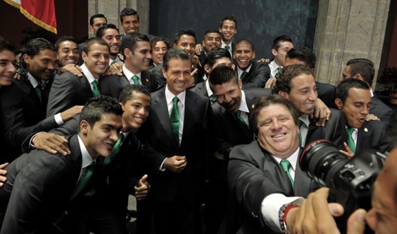El presidente y la Selección se tomaron la tradicional selfie.