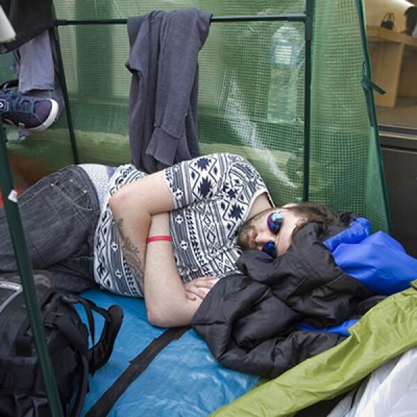 Muchos londinenses acamparon afuera de la tienda Apple.
