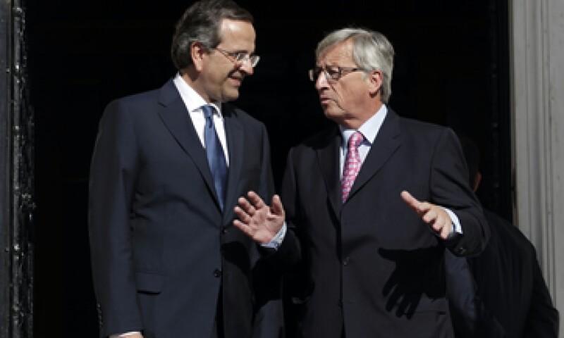 Samaras (izq) es el anfitrión de Juncker (der), el funcionario europeo más influyente que visita Atenas desde las elecciones de junio. (Foto: AP)