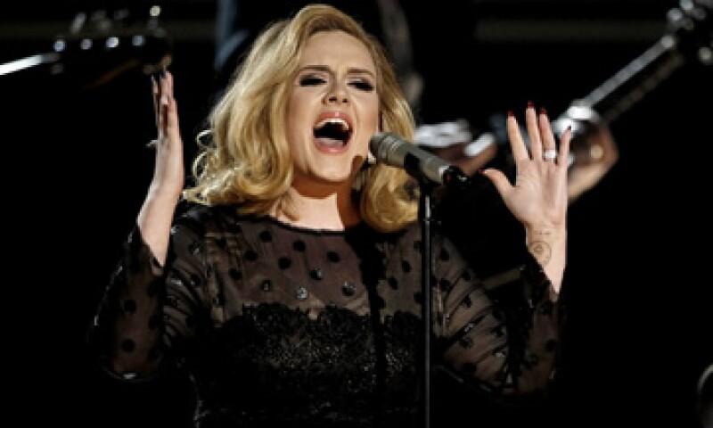 Adele canceló su tour a finales de 2011 por un problema en sus cuerdas vocales pero se espera que retome su gira por América del Norte en el segundo trimestre de este año.  (Foto: AP)