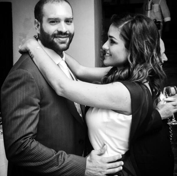 Con esta imagen Alessandra felicitó a su esposo el día del papá.