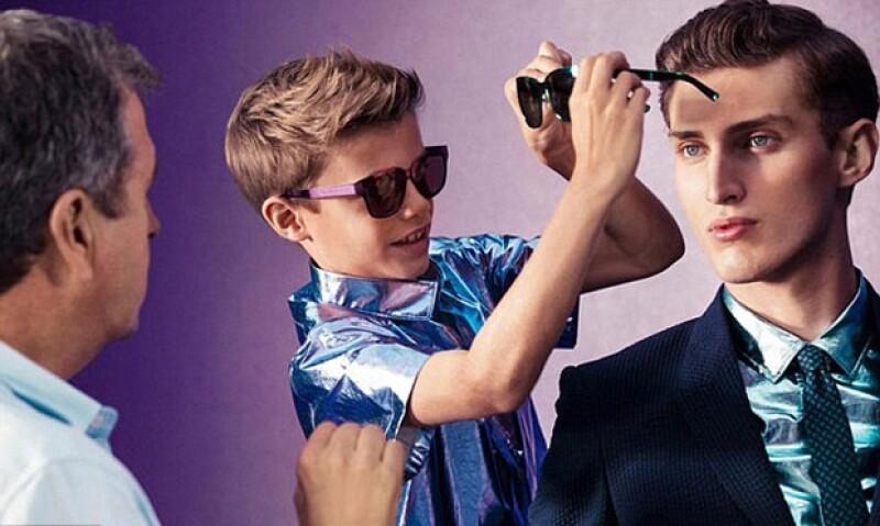 El segundo hijo de David y Victoria Beckham se robó con su simpatía y buen humor a los fotógrafos, modelos y el director creativo de Burberry en la realización de la nueva campaña publicitaria.