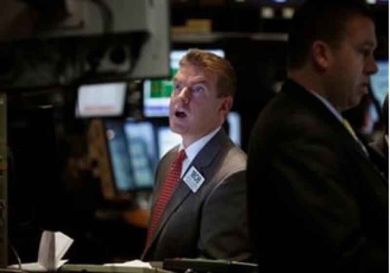 Los mercados accionarios de EU despidieron la semana con retrocesos. (Foto: AP)