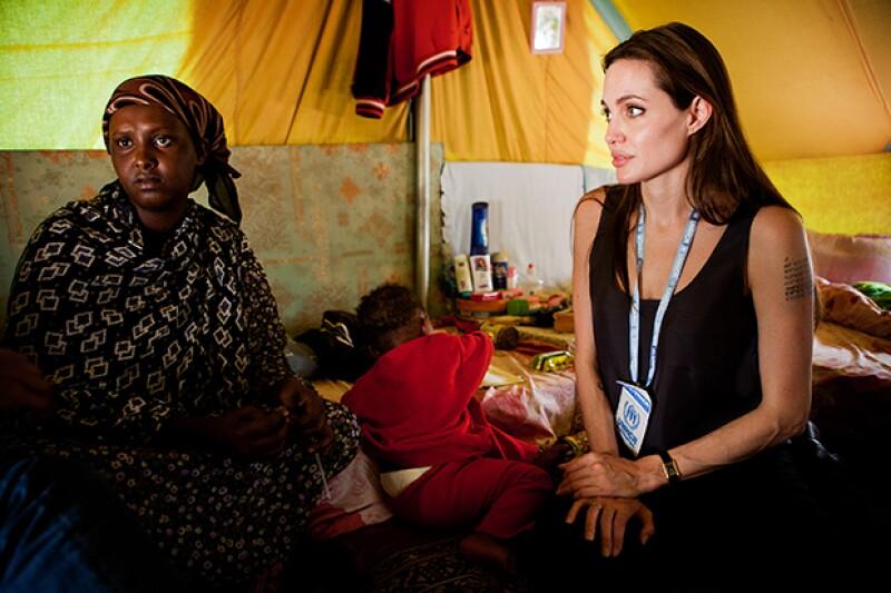 El colaborador reconoció la labor de Angelina Jolie, quien hace poco declaró que su prioridad en la vida era su actividad humanitaria.