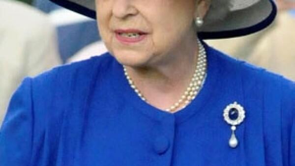 Según el presidente de Francia, Nicolás Sarkozy, la Reina de Inglaterra le confesó que está aburrida pero que nunca lo dice.
