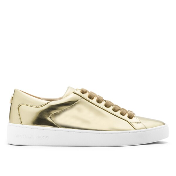 Michael Kors: Keaton Metallic Leather Sneaker. Ideales para caminar y lucir espectacular, estos sneakers de piel metálica son cómodos y perfectos para las viajeras. Precio aprox. 2,125 pesos. michaelkors.com