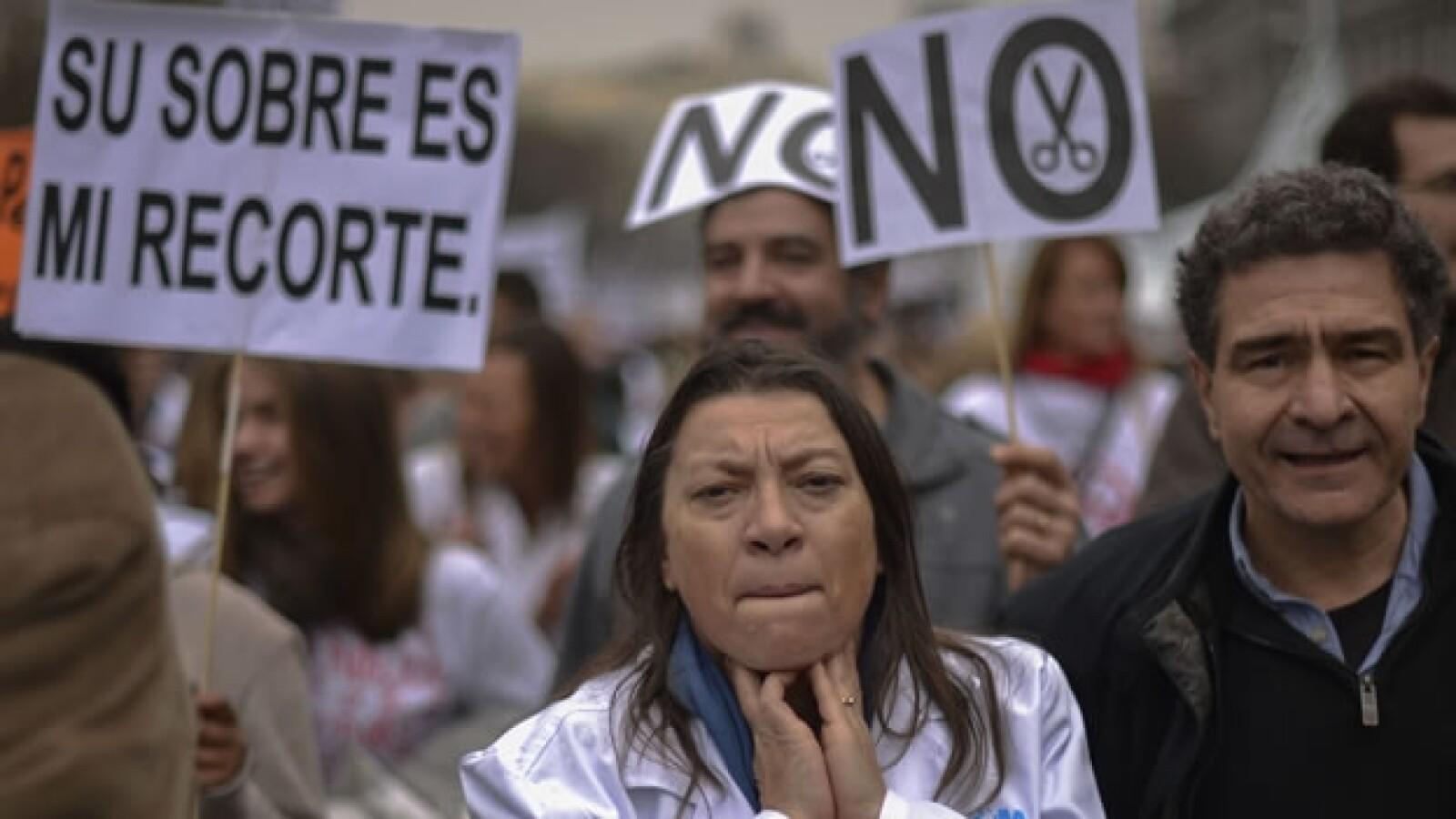 protesta por recortes en salud